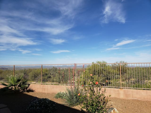 Private apartment, with a great desert view/pool