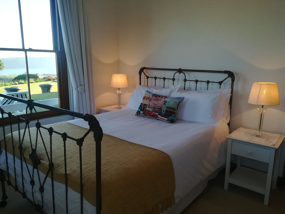 In the comfort of your bedroom you can enjoy the stunning views of the lagoon and the Heads