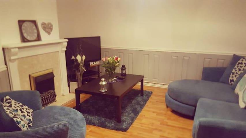 2 bedroom flat room to rent