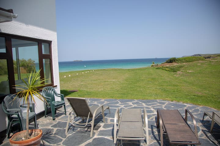 Cliff-Top Family Home with Direct Access to Beach