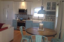 Seating for four/fully equipped kitchen