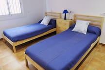 Habitación doble: dos camas de 90x190 que se pueden juntar y hacer una de 180x190