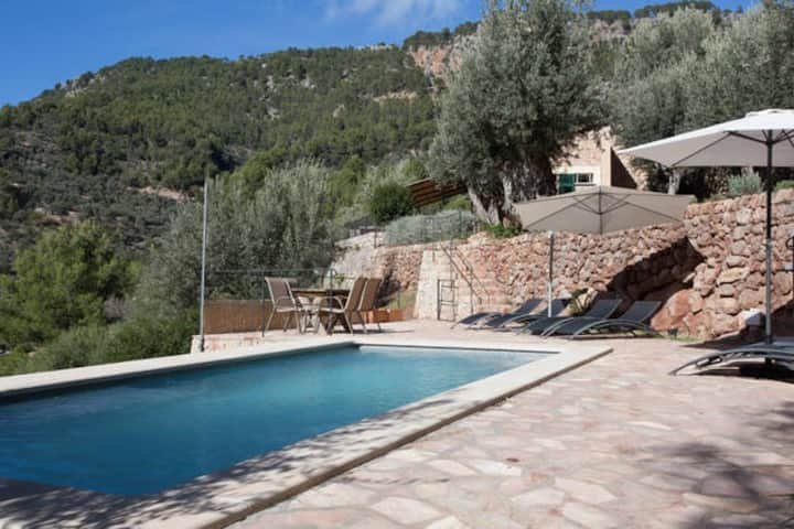 Beautiful stone villa, pool and stunning views