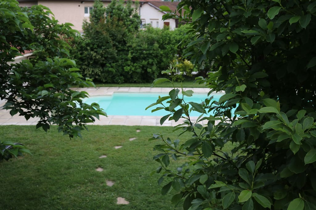 Logement ind pendant rdc maison jardin piscine maisons for Piscine saint priest
