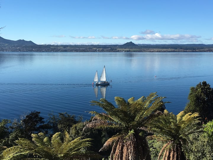 Taupo Acacia Haven, BEST amazing close lake views