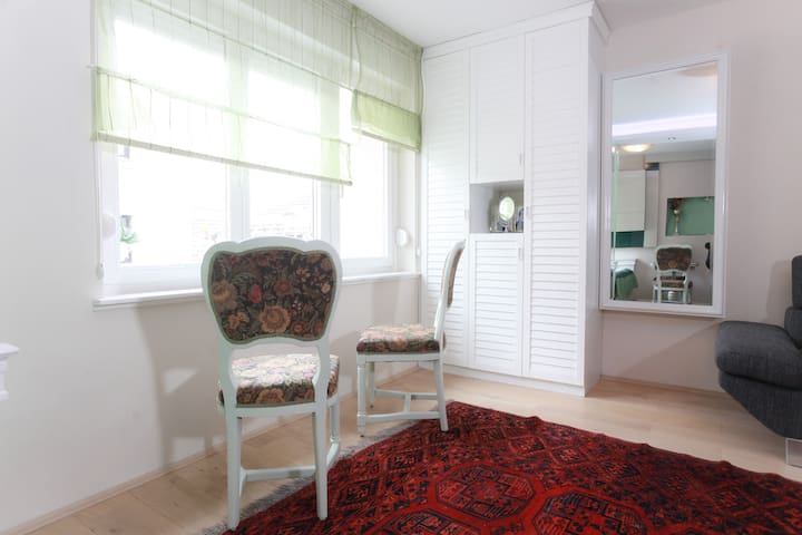 Apartment NENSI - cozy and sunny by the City Hall!