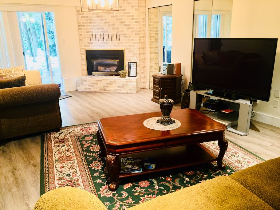 Relaxing living room with view. TV, wi-fi and comfortable seating.