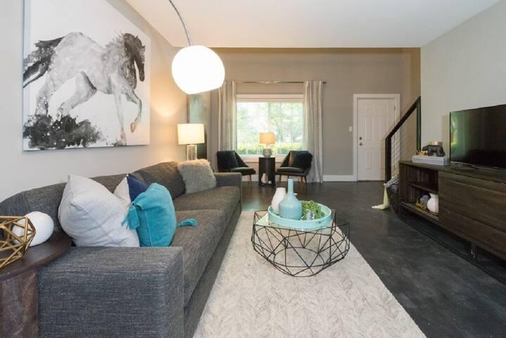 Beautiful Studio Apartment In Central Vinings!