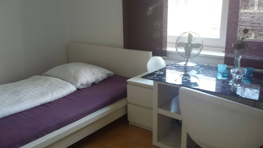 Cozy room 10 min from Munich centre with metro - München - Apartment