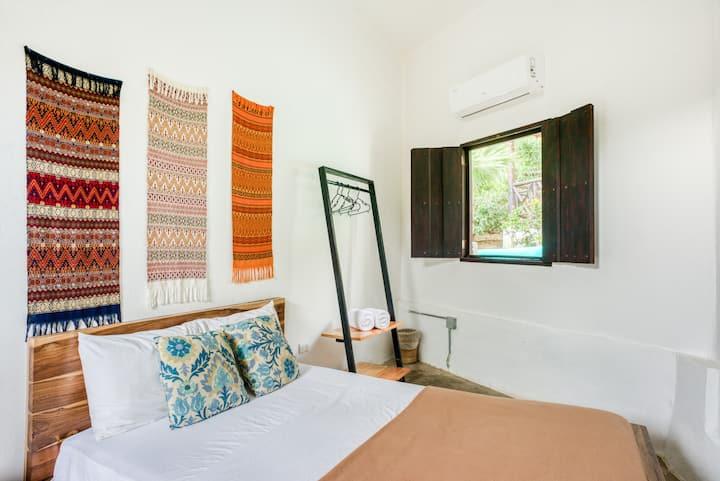 Selina Maderas - Small Room
