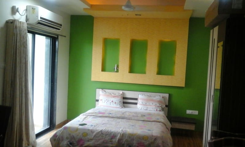 Fully Furnished A.C. 1BHK apartment - Lonavala - Lägenhet