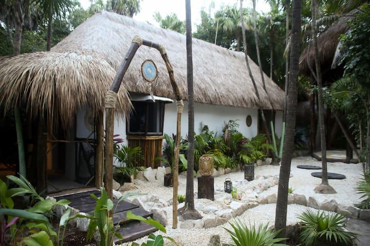 "Bungalow ""Mariposa"" Room & Cenote, Beach Zone"