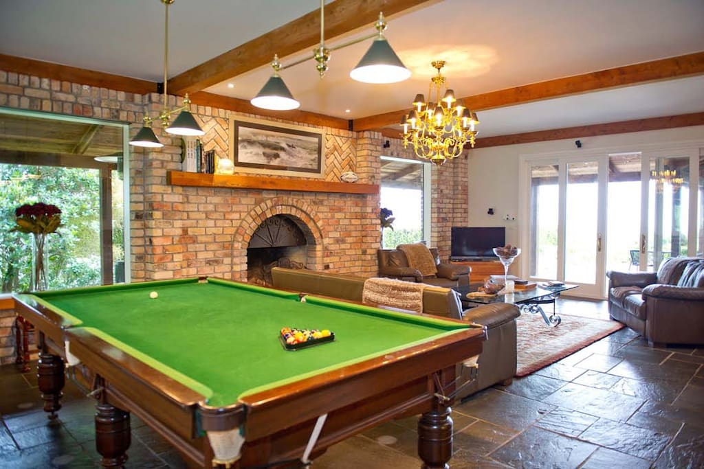 Eagle Ridge Lodge - Lounge & Pool Table