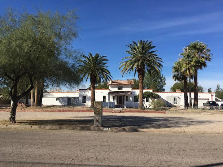 Amazing luxury 1 bedroom in central Tucson-13