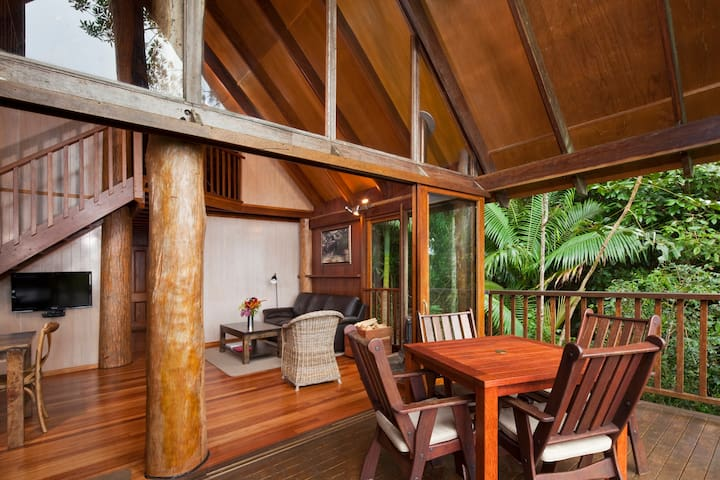 Private 2 Bedroom Treehouse in the Rainforest