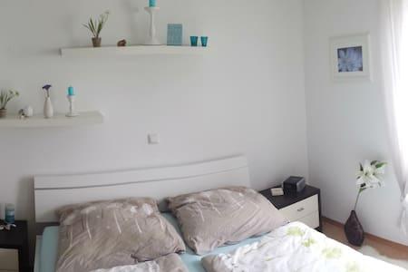 Schöne Wohnung mit Südbalkon - Apartament