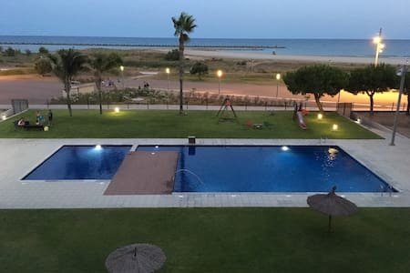 Seafront Apartment. Great Views. SEA WATER POOL.