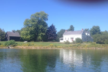 Smith House on Westport Island, a Waterfront home - Wiscasset - Hus
