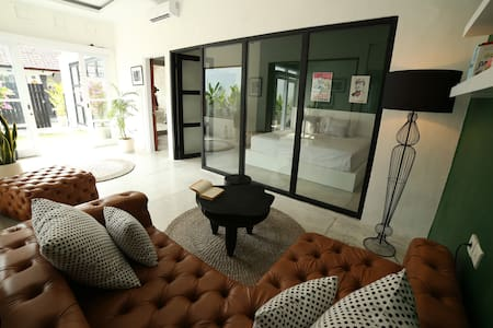 THE LANE HOUSE- Canggu Villa with PRIVATE POOL