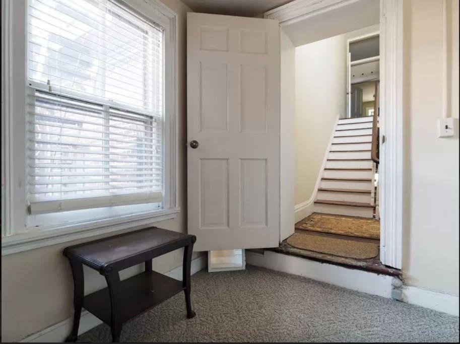 Closet / Private foyer
