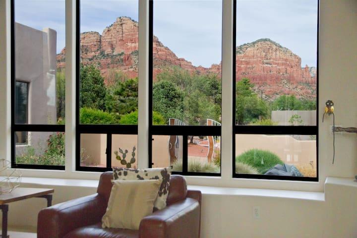 Luxury Home - Stunning Views, Salt Pool, Firepit