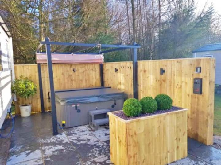 Percy Wood Get Away, Luxury Hot Tub Holiday Home, modern, stylish lodge, family friendly