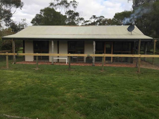 Aireys Inlet The Glen Farm Cottage 3