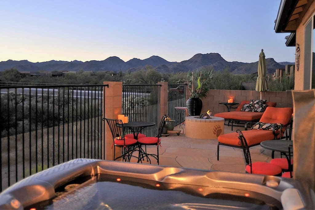Gorgeous views and relaxing hot tub!