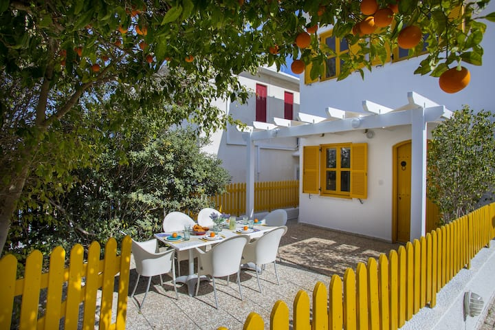 Dandelion Cottage, traditional Greek island style