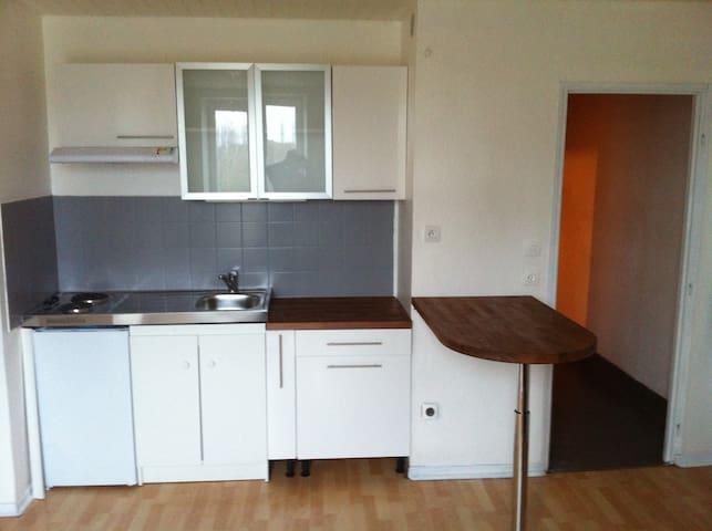 Beau F3 moderne meublé, refait à neuf - Delme - อพาร์ทเมนท์