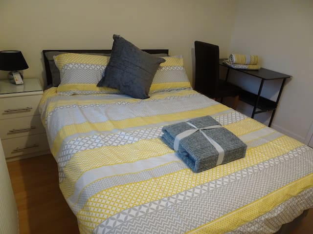 St Margaret's House - Double room with en-suite