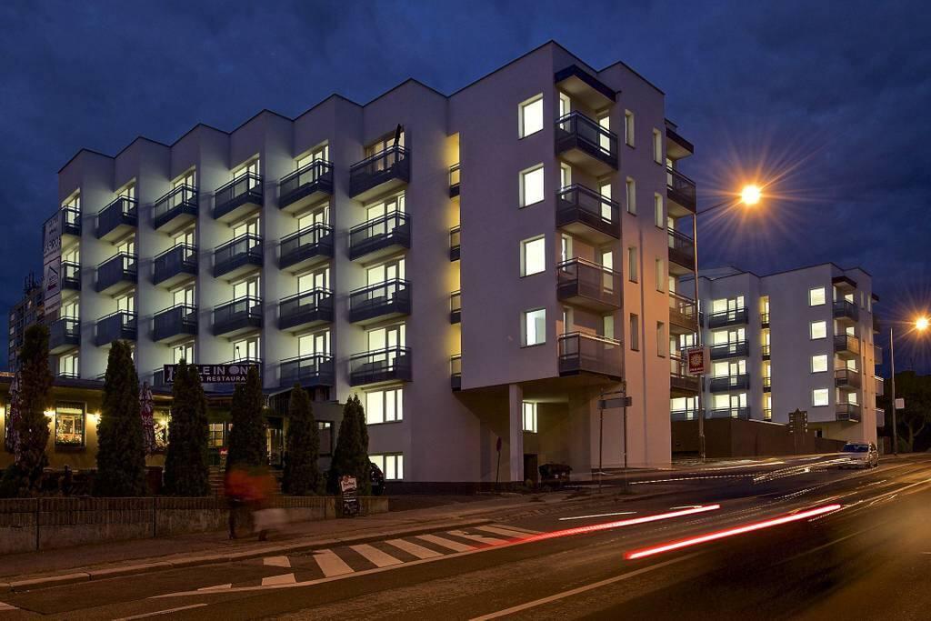Wohnhaus in der Nacht