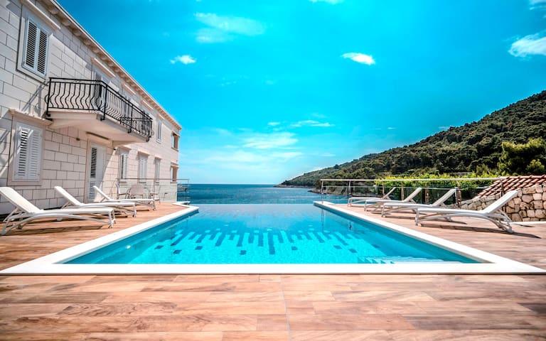 Superior studio balcony,sea view - GARDEN SECRET
