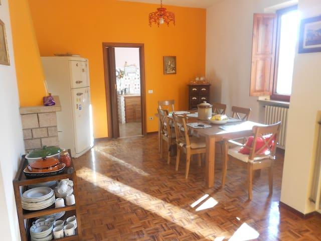 appartamento 200 mq con giardino - Montefelcino - Bed & Breakfast