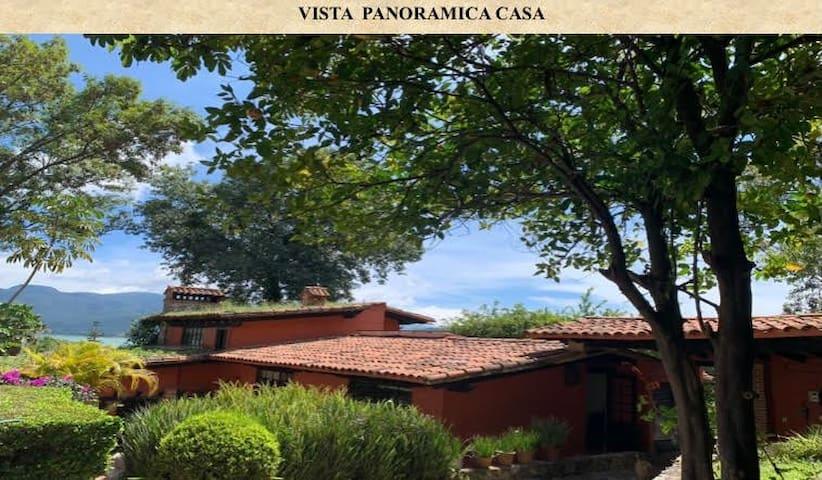 """Preciosa casa en La Peña Valle de Bravo"""
