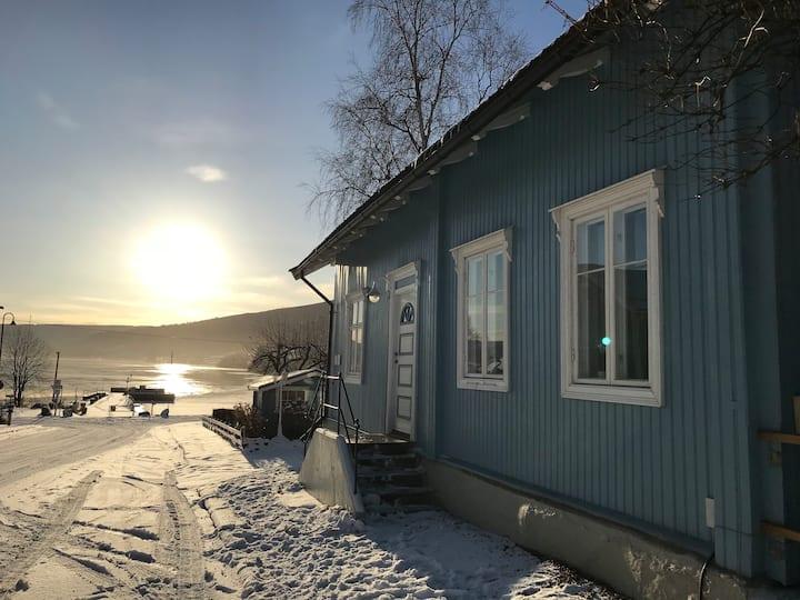 Charming lakeside house w/sauna