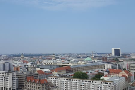 Above the clouds in Berlin's Center | 1 Room - Apartamento
