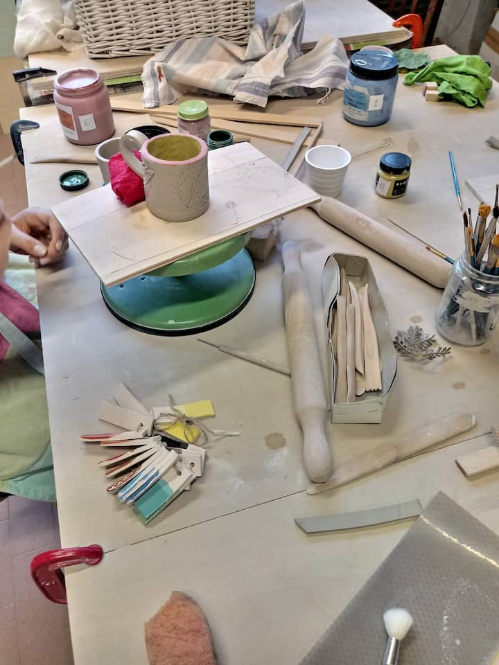 Pittura e rifinitura delle tazze