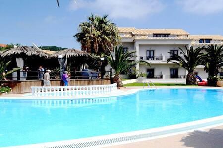 TEREZA HOTEL Rm.1 - Agios Stefanos Beach - Bed & Breakfast