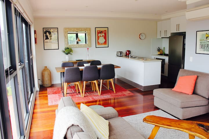 Heart of Yarraville, 6km to CBD (free parking) - Ярравилл - Квартира