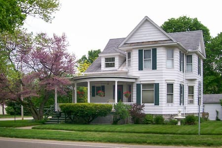 Charming Victorian, 10.5 Miles from Notre Dame - Niles - Rumah