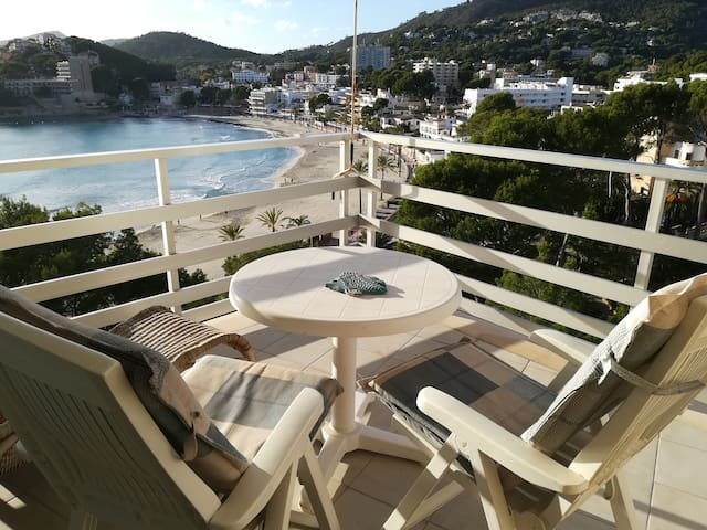 FIRSTLINE SEAVIEW FLAT WITH POOL IN PAGUERA