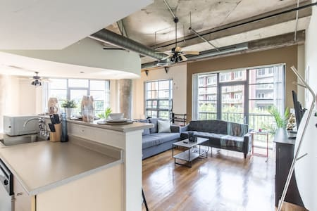Luxury Artist Loft in Addison - Addison