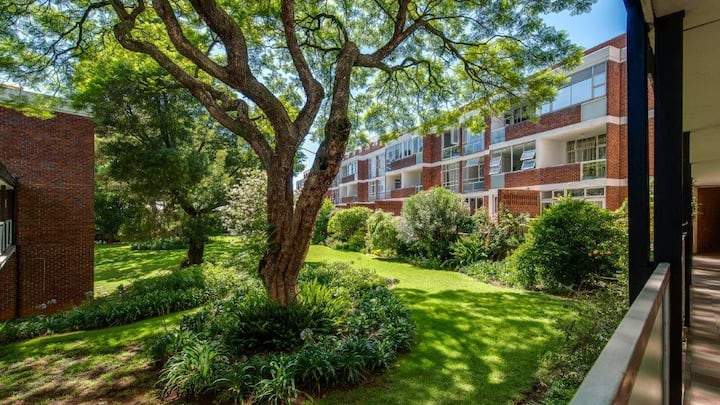 Secure, Fully Equipped apartment for Professionals
