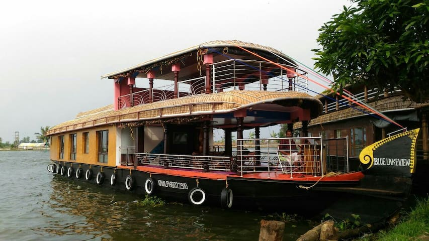 BLUE LAKE 3 BEDROOM HOUSE BOAT ALEPPEY