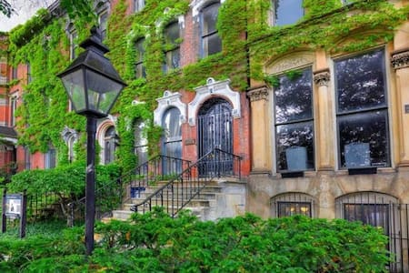 Great Suite for Creatives in Historic Brownstone - Cleveland - Bed & Breakfast