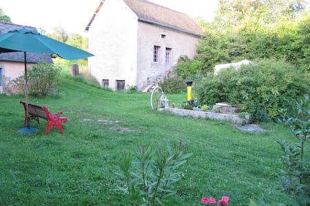 chambre a louer au coeur de la Bourgogne Morvan - Alligny-en-Morvan - Гостевой дом