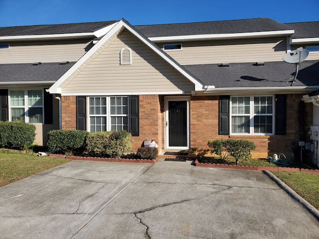 Renovated Home within 1 mile of Augusta National