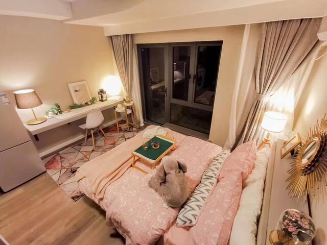 3/12号线龙漕路地铁口零距离精装修一室/两室免中介费