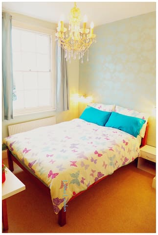 Central Cozy Double Room, 3 mins walk to Waterloo